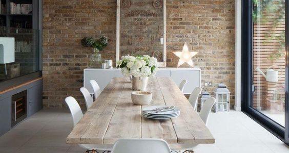 Jídelní stoly – nadčasové dřevo interiéru sluší