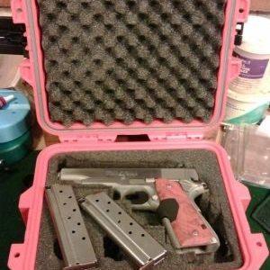 Vybíráme kufry na zbraně